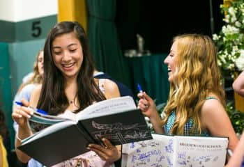 Class of 2018 students sign yearbooks