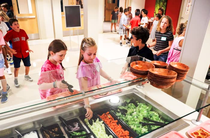 Students get lunch at salad bar