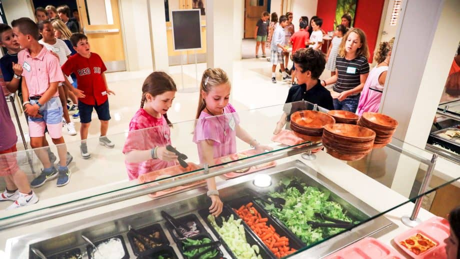 Students get vegetables from salad bar